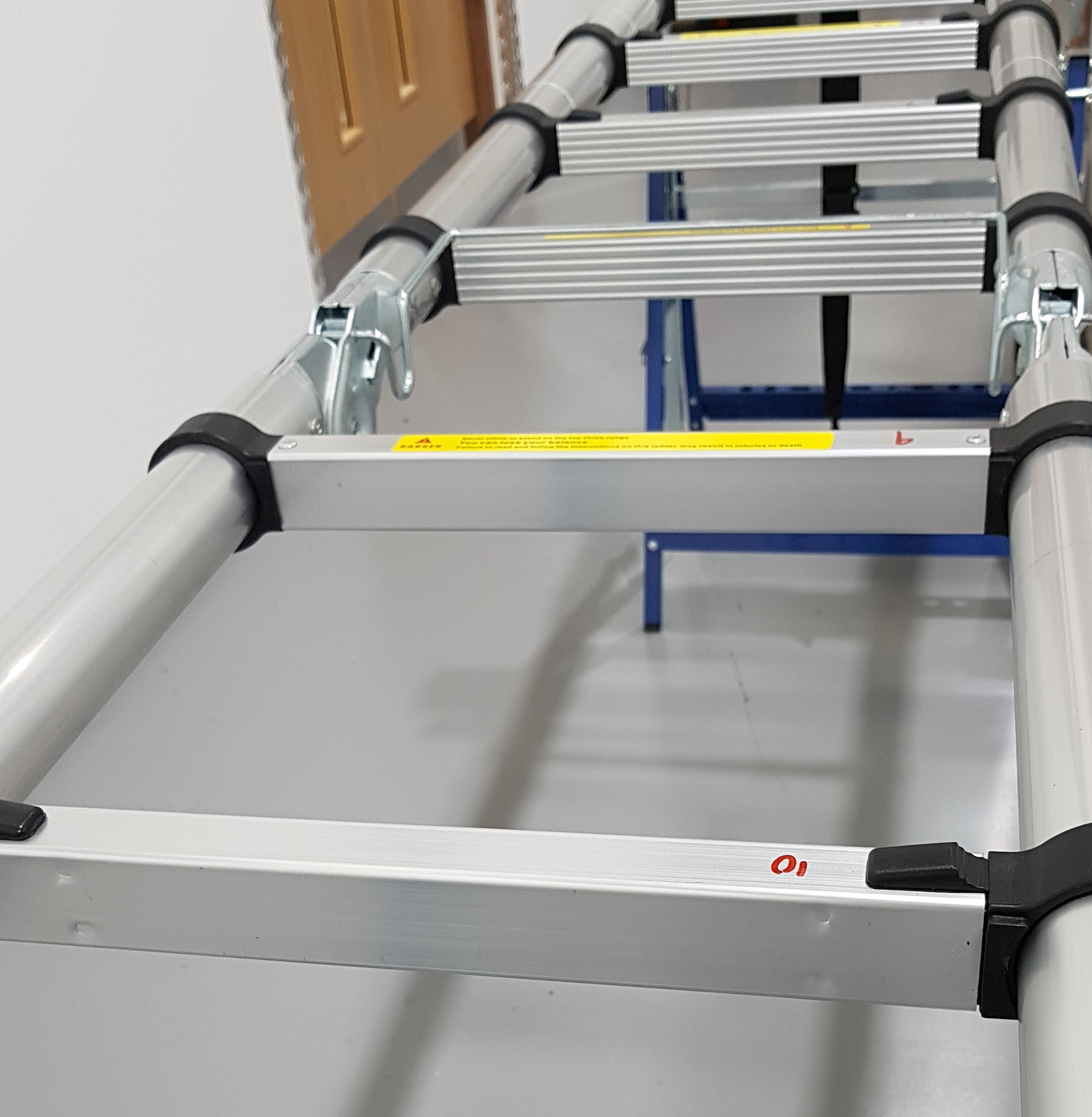 Ladder rungs without slip-resistant surface